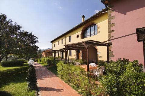 Ferienwohnungen mit Pool, Tennis, Reitstall bei Arezzo | Tritt-toskana.de