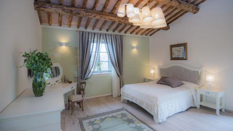 Schlafzimmer in der freistehenden Villa