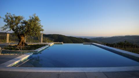 Het zwembad met buitengewoon mooi uitzicht.