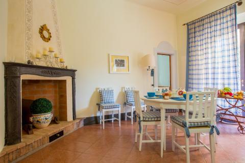 Luxe statige villa in Montelopio, Pisa.