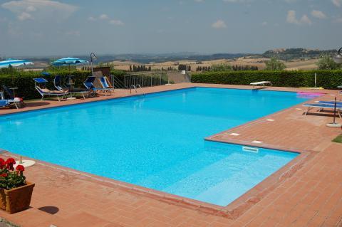 Zwembad met weids uitzicht bij Volterra