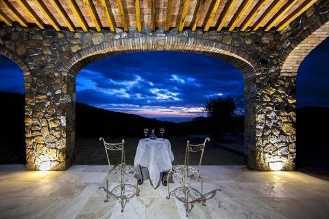 Romantisch dineren bij avondlicht