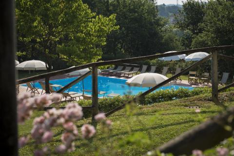 Privé zwembad benedenaan de villa