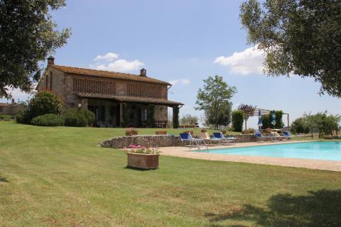 Vrijstaande villa met zwembad nabij Siena