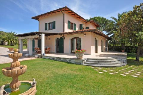 Schöne Villa mit großem Garten
