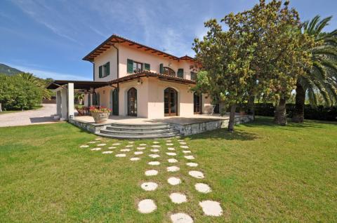 Villa mit 5 Schlafzimmern und Pool