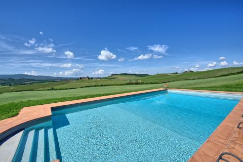 Panoramisch gelegen zwembad