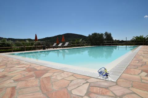 Mooi zwembad met kinderbad