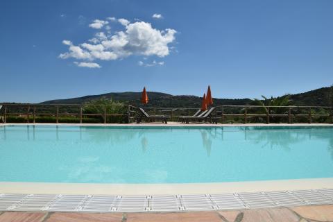 Mooi zwembad met panorama