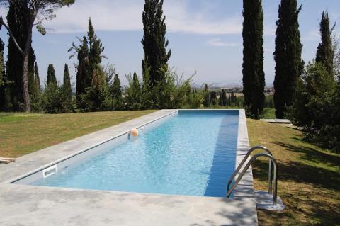 Pool der alleinstehenden Villa