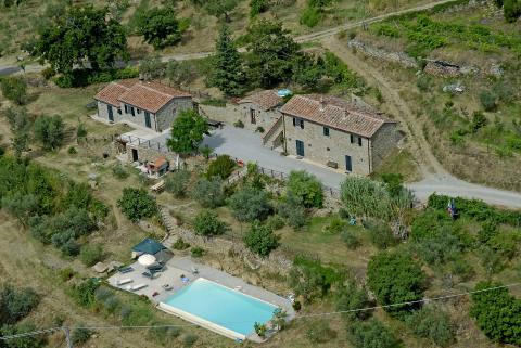 Villa met zwembad en 2 appartementen