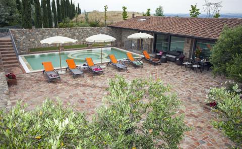 Villa midden in Toscane
