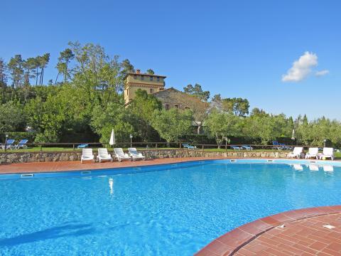 Typisch Toscaanse appartementen met speels zwembad