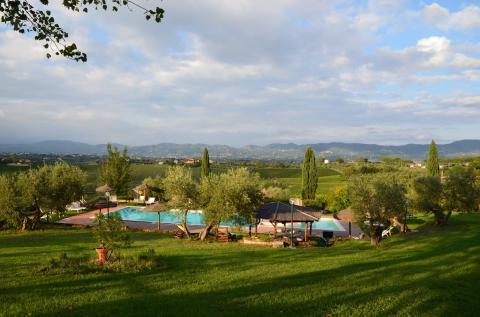 Pool mit Blick auf die Weinberge