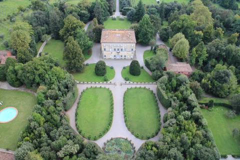 Landgoed met historische villa bij Lucca