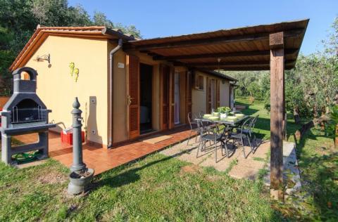 freistehendes Ferienhaus mit Pool bei Calci