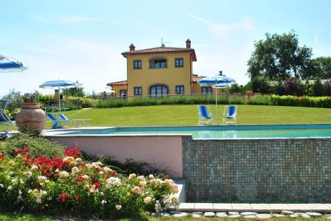 Compleet gerenoveerde villa met zwembad