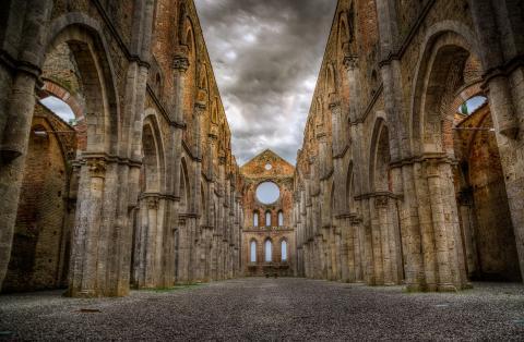 Die Abtei von San Galgano und das Geheimnis des Schwertes im Felsen