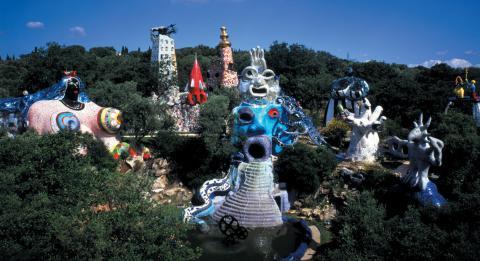 Ein Traum von Kunst im Grünen - der Tarotgarten von Niki de Saint Phalle