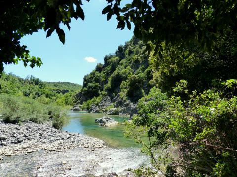 Op zoek naar verkoeling: 6 natuurlijke zwemplekken in Toscane