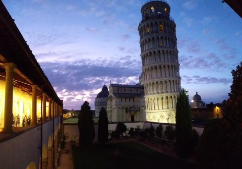 In Pisa gibt es mehr als nur einen Schiefen Turm!